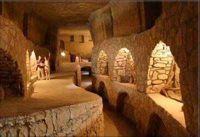 [تصویر: underground-canal1-kish.jpg]
